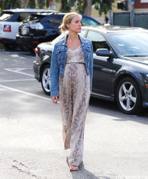 Беременная Кристин Каваллари прогуливается в Голливуде