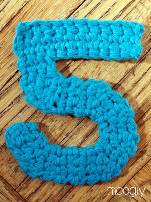 The Moogly Crochet Numbers - free patterns for 0-9! #crochet.Also link for crochet alphabet.