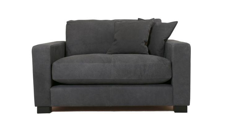 Valen skinnfåtölj. Mörk, svart, grå, skinnmöbler, anilinskinn, fåtölj, djup fåtölj, låg fåtölj, loveseat, träben, skinn, inredning, möbler, vardagsrum. http://sweef.se/sweef-lyx/146-valen-djup-soffa-i-skinn.html