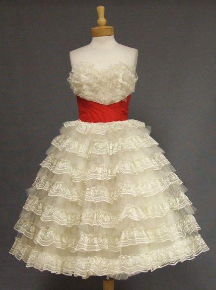 Resultados de la Búsqueda de imágenes de Google de http://www.fashionaddictive.com/wp-content/uploads/2012/04/Ivory-Lace-Red-Strapless-Prom-Dress.jpg