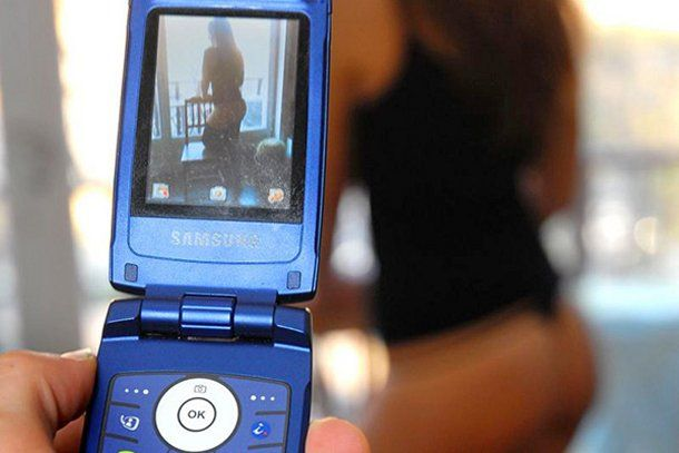 Sexting: gioie e pericoli nello scambio di foto esplicite dal telefono - http://www.wdonna.it/sexting-gioie-pericoli-nello-scambio-foto-esplicite-dal-telefono/85298?utm_source=PN&utm_medium=WDonna.it&utm_campaign=85298