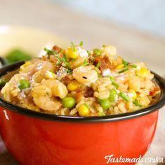 #Arroz con #Chorizo y #Camarones⠀ *Guarda esta receta en la app. Link en la bio*⠀ ⠀ INGREDIENTES:⠀ 1 taza de arroz (grano largo fino)⠀ 1 #cebolla picada⠀ 150 gr. de chorizo colorado picado⠀ 2 #chiles picados⠀ 2 dientes de #ajo picados⠀ 1 tallo de #apio picado⠀ 2 hojas de #laurel⠀ 2 tazas de #caldo #pollo⠀ 200 gr. de camarones limpios⠀ 1/2 taza de #arvejas⠀ 1/2 taza de granos de #choclo/#maiz⠀ 1 taza de ´#tomate triturado⠀ Sal ⠀ PREPARACIÓN:⠀ En sartén grande, llevar a dorar el chorizo…