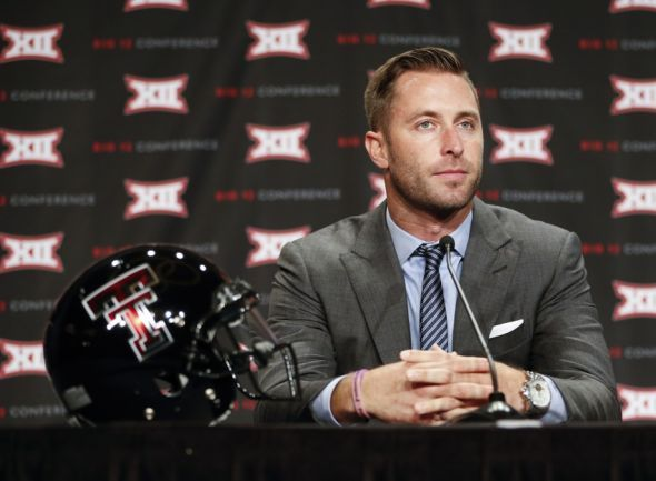 "Kliff Kingsbury responds to a female Arkansas fan's ""break up"" letter"