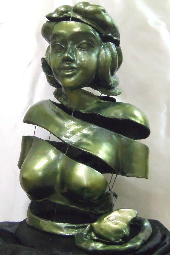 Beleza Exterior - Artista Hugo Krüger -  Escultura em Fibra de vidro e resina poliéster