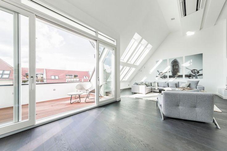 Minimalistische Penthouse-Wohnung in Berlin hat eine Galerie fühlen