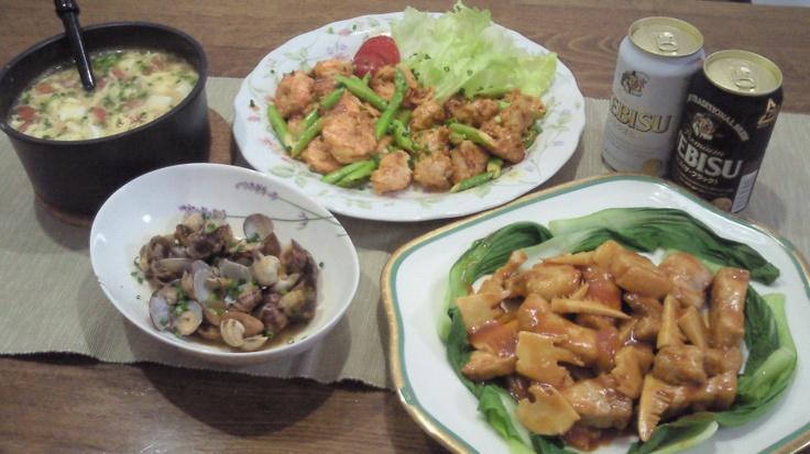 (Aug. 26, 2012) 今日の夕食。豚厚切り肉と筍だけのシンプル酢豚、海老マヨ&鶏マヨ、アサリの中華炒め(豆板醤&XO醤)、トマトと豆腐と卵の中華スープを作りました。今日は家族四人分なので、各皿のボリュームが多いですが、凄い勢いでなくなりました(^^)/