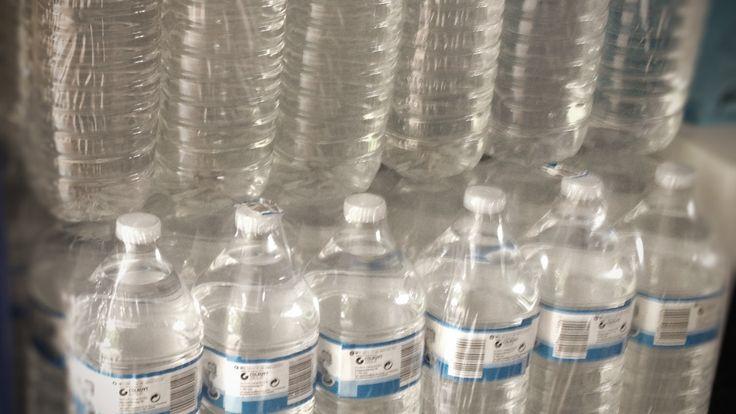 Flessenwater is een bron van drinkwater die niet radioactief besmet is in geval van nucleaire ramp. Daarom steeds best een voorraad flessenwater aanleggen.