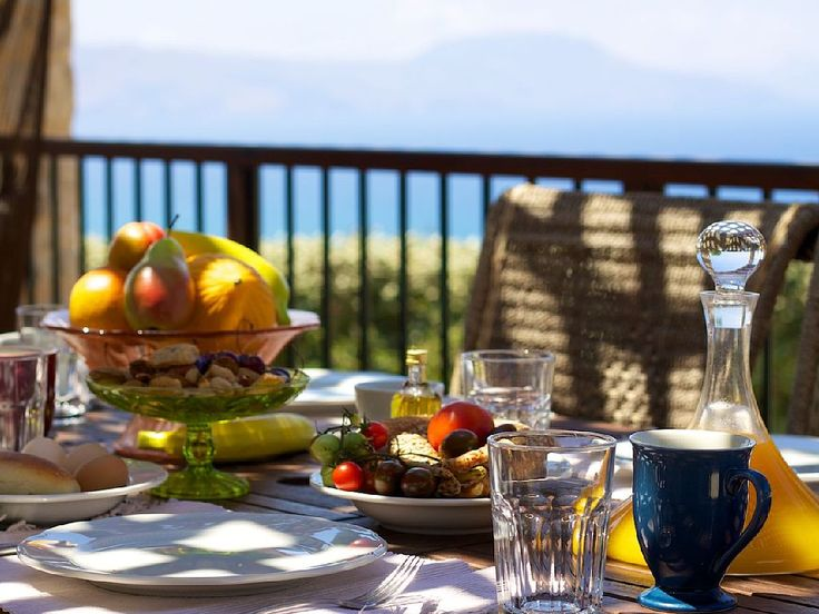 Rethymno villa rental - Take your breakfast outside and enjoy the summer weather!