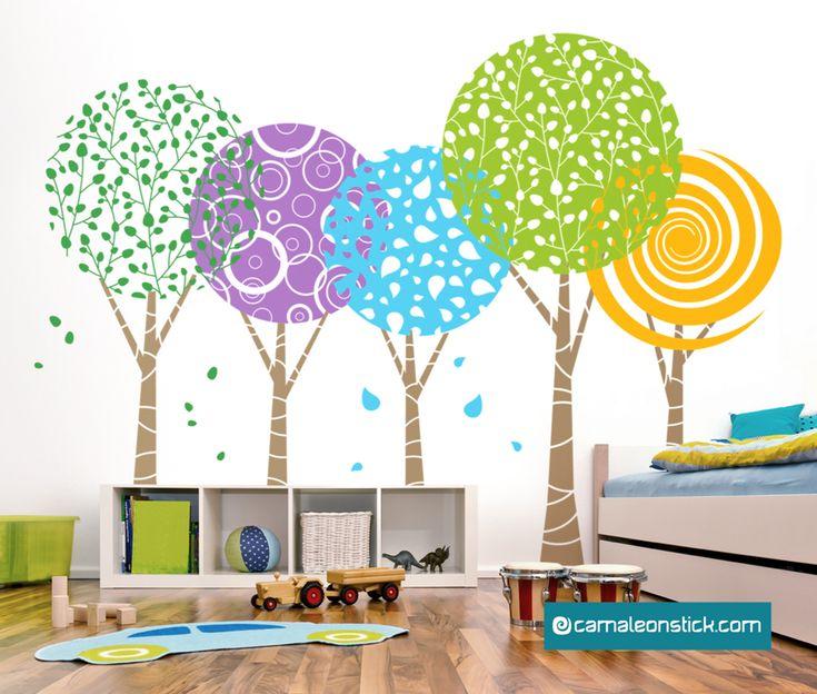 Wall stickers Camaleon - Adesivo murale Alberi fantasia, un bosco vivace per la cameretta del tuo bambino.