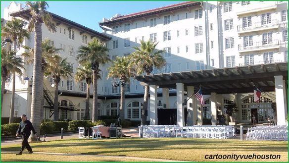 Front Lawn Of Hotel Galvez On Seawall Blvd In Galveston Space City Sea Wall Front Lawn