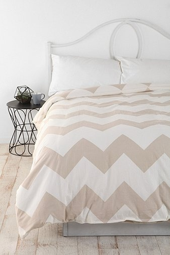 Urban Outfitters  Zigzag Duvet Cover: Urban Outfitters, Chevron Duvet Covers, Guest Bedrooms, Dreams House, Master Bedrooms, Guest Rooms, Zigzag Duvet, Bedrooms Decor, Bedrooms Ideas