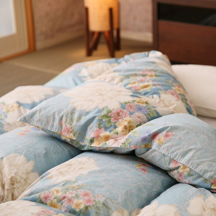 Amazon|羽毛布団 京都西川 国産 ダウン85% 立体キルト製法 肌に優しい 綿100% 掛け布団 ダブルロング 花染 ブルー|掛けふとん オンライン通販