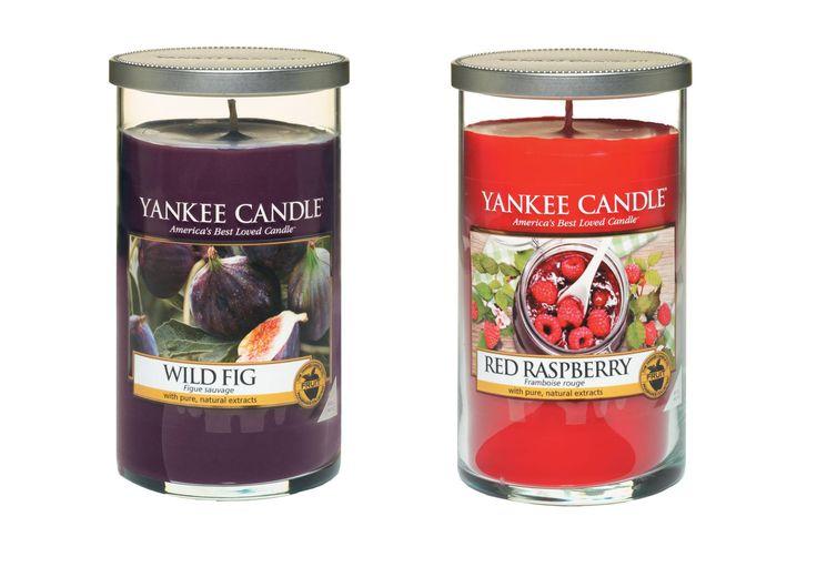 Decor serien. Wild Fig och Red Raspberry kommer i Small, Medium och Large Decor Pillars.Décor serien har en elegant ren glasdesign som passar allt från klassiska till moderna stilar med etikett som enkelt kan tas bort för en stilren inredning. #YankeeCandle #RedRaspberry  #WildFig #Decor