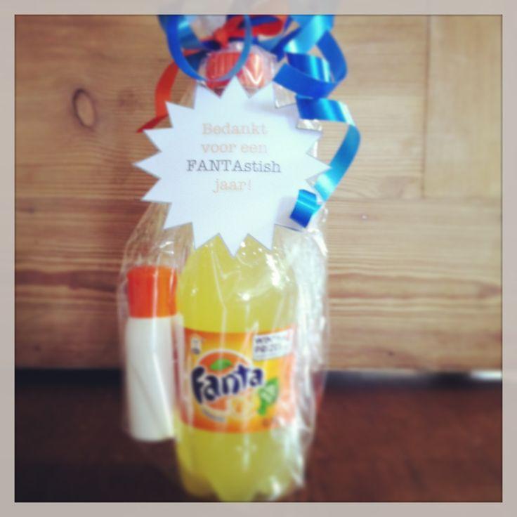 """voor de juf! fanta + miniflesje zonnemelk  """"bedankt voor een FANTAstisch jaar!"""""""