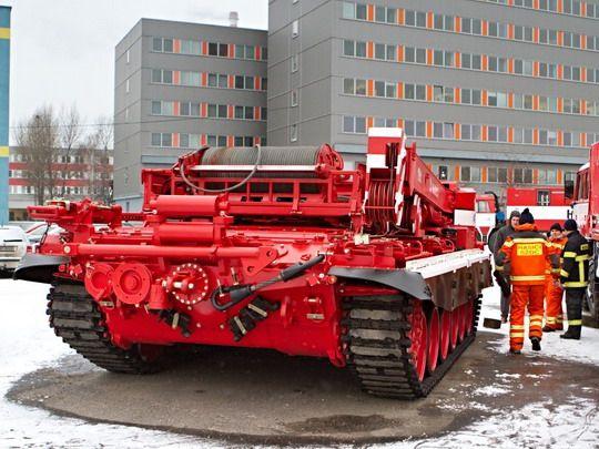 Drážní hasiči mají nový vyprošťovací tank :: VLAKY.NET