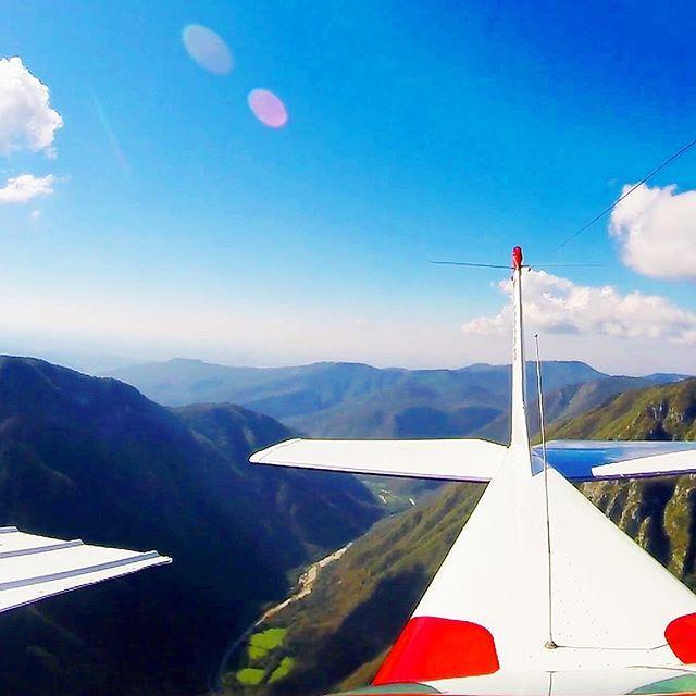 View of the tail.. 360 amazing view #airplane #cessna #pointofview #holiday #holidays #luxury #luxurylifestyle #fly #flying #air #pilot #pilotlife #italy #slovenia #gopro #rkoi #rkoidaily #like4like #likes4like #lifedreams #holiday #holidays #yeah #enjoylife #enjoy #breathtaking #letsgo #tail