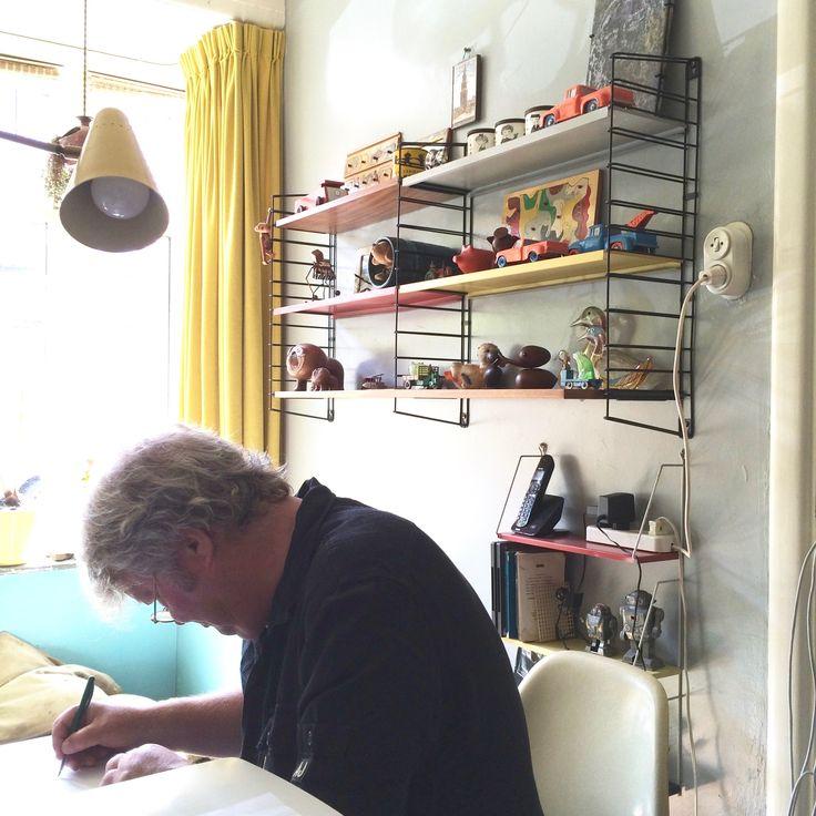 Tomado Vintage Metal Shelving 1960's。Tomado社(トマド)は1923年設立以来、住宅、電化製品、キッチン用品全般を製造販売するブランドとしてオランダの家庭で愛され続けています。シンプルなウオールワイヤーとカラフルな3枚のメタル棚板から構成される佇まいは、いろいろなスタイルのお部屋のアクセントとして また、棚板の位置を自由に変えられるのでレイアウトの幅が広がります。¥21,000〜<couscous furniture>