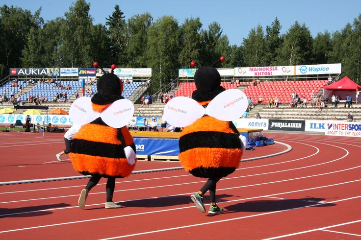 EnergyVaasa's bumblebees cheering people up at Kalevan kisat 2013 in Vaasa www.visitvaasa.fi Photo: Saana Koivisto