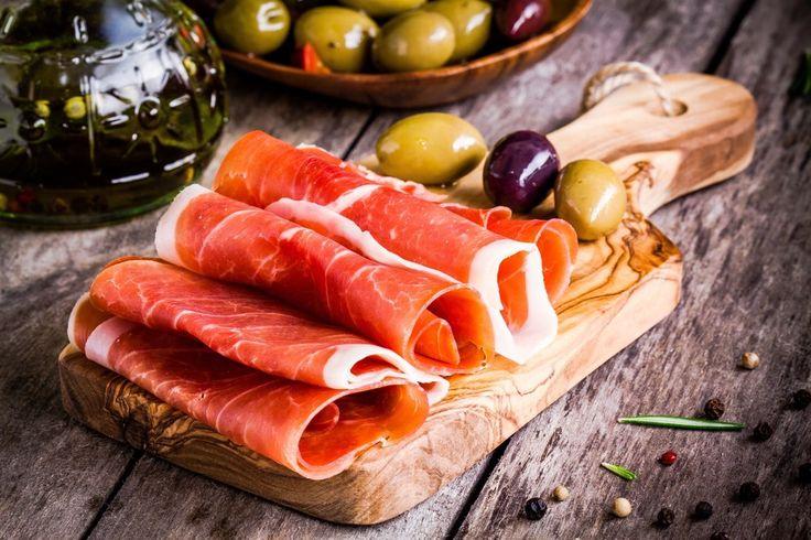 В ассортименте интернет-магазина «Николаев и сыновья» http://shop.nsons.ru/catalog/meat/okorok/ представлена отличная мясная продукция. Вкусный и ароматный вяленый свиной окорок буквально тает во рту! Добавьте его в мясную тарелку, к вину производства долины Лефкадия, оливкам или поджаренному хлебу, и ваш аппетайзер готов. Или же возьмите на вооружение рецепты из испанской, итальянской, французской кухни, где вяленая свинина выступает чуть ли не главным ингредиентом.