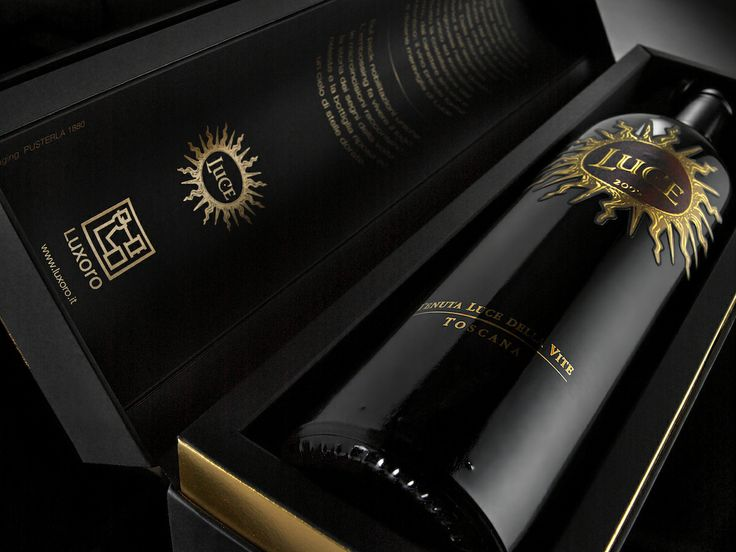Luce wine bottle placed into the bed of a new experimental packaging (design by Luxexforma). #Lucedellavite #Luxexforma http://www.luxexforma.it/scheda-frescobaldi.cfm