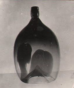 Lubomir Blecha, the glass vase object with heavy heart, glasswork Skrdlovice, 1960, H: 35,0 cm