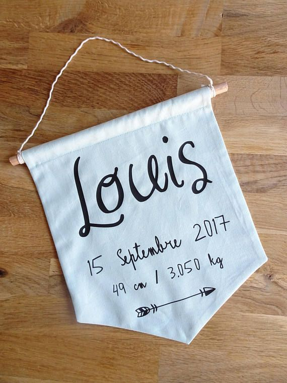 This attractive decoration is made with a green cotton (21 x 24cm) fabric. This banner is fully customizable: font, color of the fabric, you can even add a small design (arrow, heart...) The banner can be hung in your childs room, you need a finishing nail. I bring special care to pack