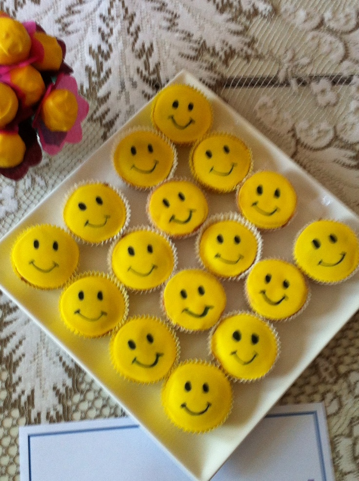 Cupcake Decorating Ideas Smiley Faces : Smiley Face Cupcakes My Food Creations! Pinterest ...