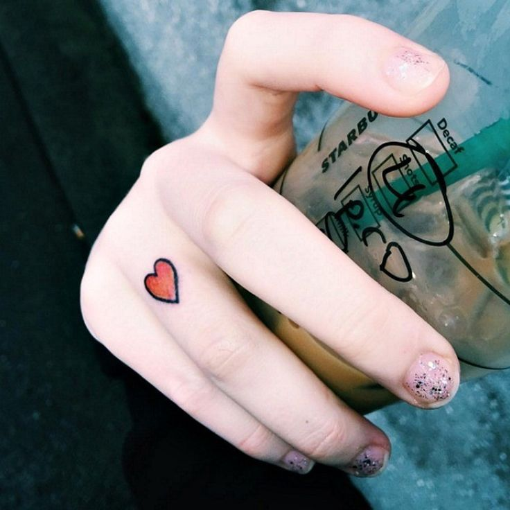 15 Delicate Finger Tats That Make A Big Statement