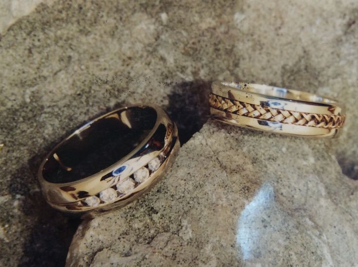 Gents channel set white gold wedding ring and white gold ring with yellow gold centre braid