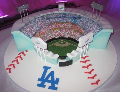 LA Dodgers Stadium - Dodger Stadium Wedding Cake #baseballwedding