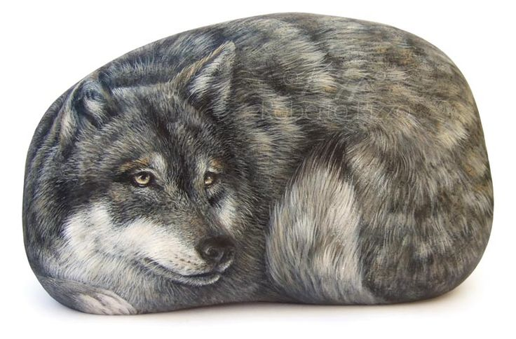 Wolf - acrylic on rock - cm. 15 | Rockpainting by Roberto Rizzo | www.robertorizzo.com