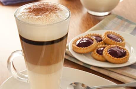 ¿Te encanta el cappuccino en la calle pero no sabes bien cómo prepararlo en casa? Aquí una receta sencillita.