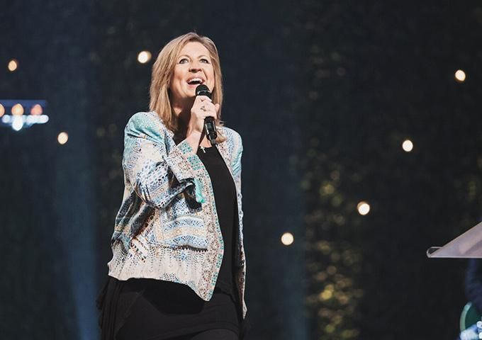 """Darlene Zschech Declares """"Here I Am Send Me"""" 