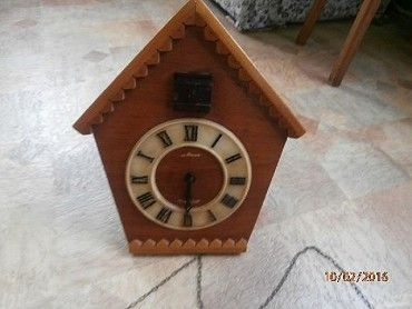 Prodám nástěnné hodiny s kukačkou. Ale kukačka nefunguje. Je