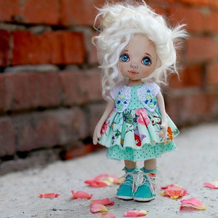 Под этим фото расскажу о кукле. Рост 27 см. Волосы натуральные из козочки…