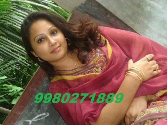 Unsatsfied Desi Divorce Housewife Suhana Aunty Looking 4 Hot Guy