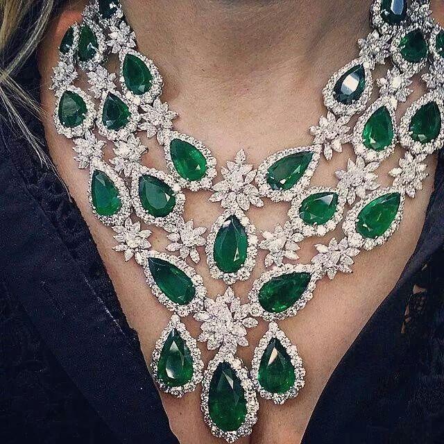Spectacular diamond and emerald collar necklace~