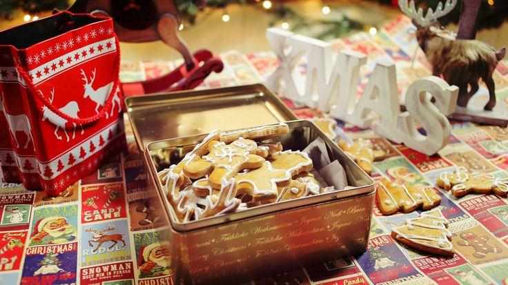 Nincs karácsony mézeskalács nélkül, de tényleg nincs! Egy olyan cuccról van szó, ami egyszerre lehet ajándék, karácsonyfadísz és finom nasi egy jó kávé mellé. Elkészíteni nem nehéz, mégis évről-évre előkerül a mitől lesz puha a mézeskalácsom? téma. Na, itt a válasz a…