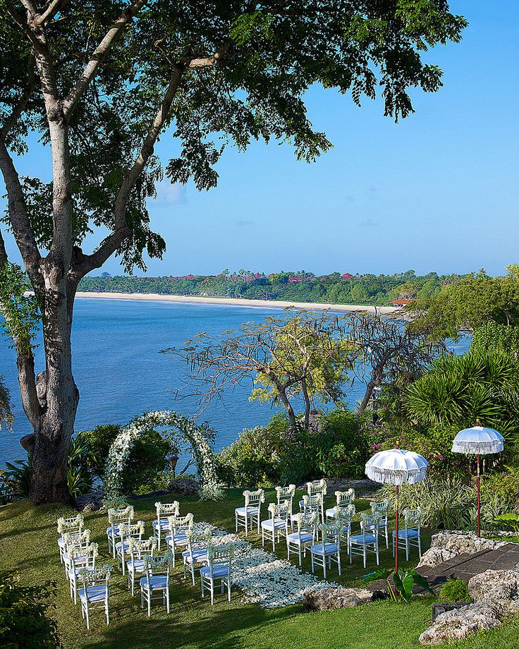 Dramatic and dazzling location to share your vows.