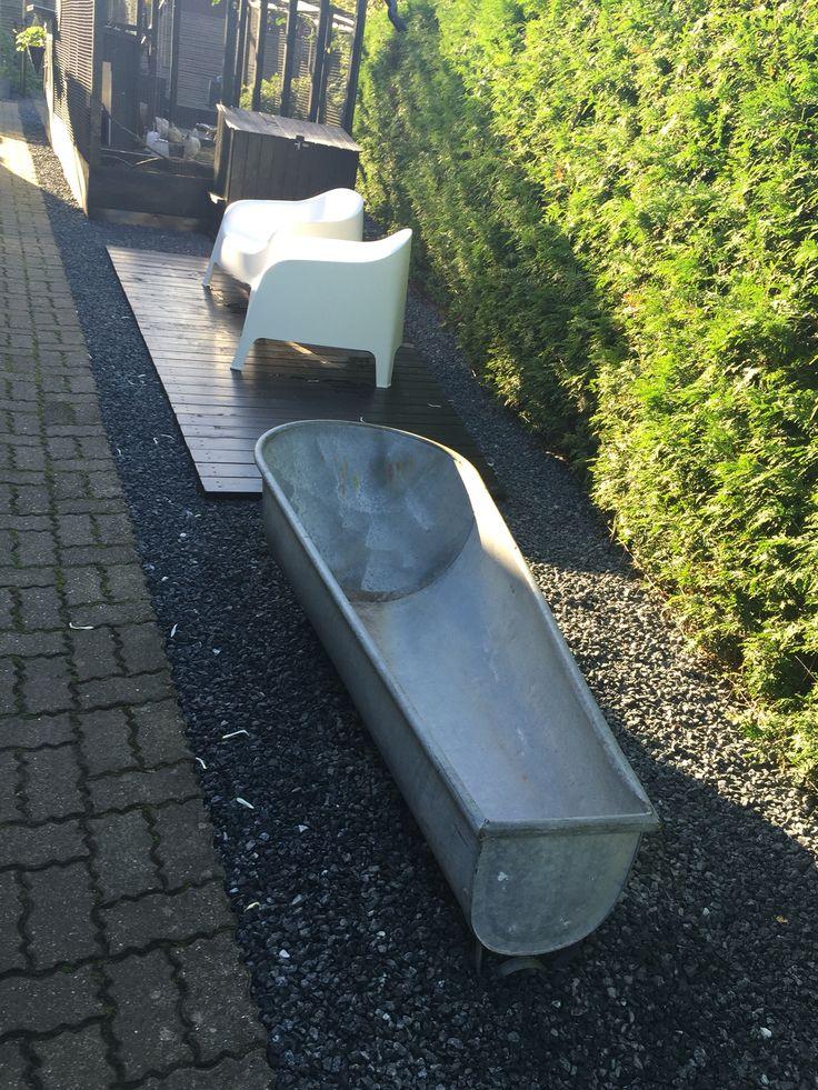 Fik dette 1,70 meter lange gamle zink badekar i efteråret og glæder mig som et lille barn til det skal frem til foråret