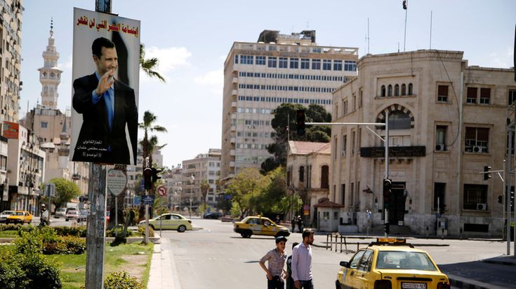 Am internationalen Flughafen der syrischen Hauptstadt Damaskus haben sich am Donnerstagmorgen mehrere schwere Explosionen ereignet. Die Detonationen sollen noch im 25 Kilometer entfernten Damaskus zu hören gewesen sein. Große, schwarze Rauchwolken stiegen in den Himmel.