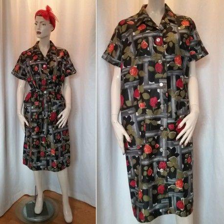 Vintage retro klänning städrock svart med röda rosor gröna blad fickor 60- tal. Till 501834a3b7cc5