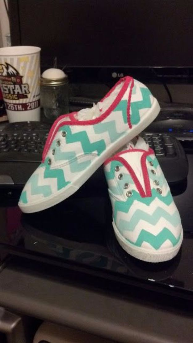 33 Diy Ideas For Upgrading Your Tennis Shoes Canvas Shoes Diy Diy Sneakers Diy Shoes