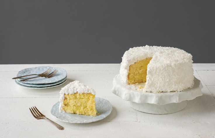 Ingrid Bathe shows the readers how to create a cake cake stand in the March/April issue of PMI.