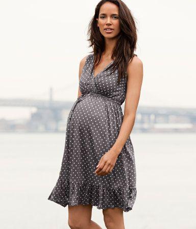 Such a cute maternity dress!
