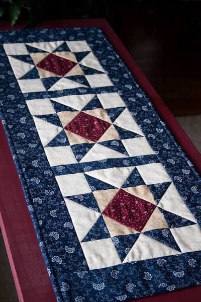 Quilting Table Runner Ideas : 25+ best ideas about Table Runners on Pinterest Quilted ...
