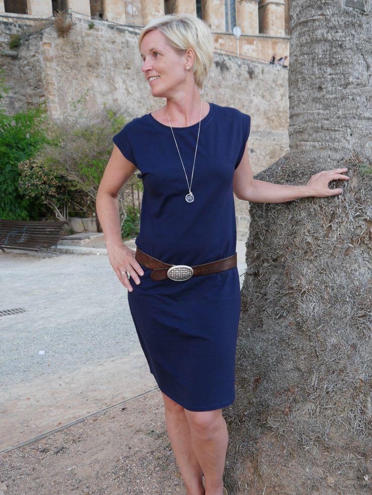 Vor unserem Urlaub nach Mallorca habe ich mir noch schnell FrauJulie von Schnittreif / Fritzi genäht. Der Schnitt ist einfach klasse, sitzt perfekt, ist leicht zu nähen und vor allem er ist schnell genäht. Den Tunnelzug habe ich weggelassen und das Kleid mit einem Gürtel aufgepeppt. … Weiterlesen