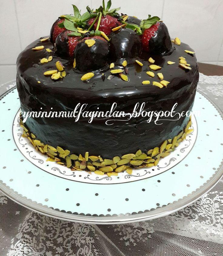 Çilekli ve çikolatalı pasta nasıl yapılır? Çilekli Pasta, Çikolatalı Pasta,Ganajlı pasta nasıl yapılır?