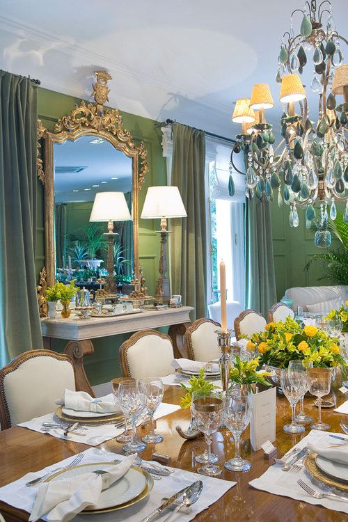 .: Dining Rooms, Fresh Color, Classy Dining, Decor Inspiration, Perfect Tables, Gtrat Ideas, Window Treatments, Furniture Mirror, Green Dining