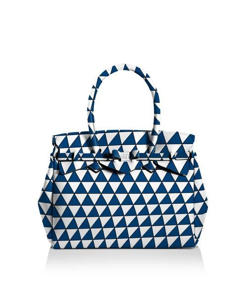 Our iconic tote just got bigger! The Miss 3/4 is the roomier version of our iconic tote. Perfect for women who never have enough room! Light, versatile and available in 30 colours.  Size  395 x 340 x 190 mm  510g  Made in Italy  Vegan Friendly  Made from Poly-Lycra Fabric   Triangle  https://savemybag.com.au/collections/bags/products/miss-3-4-triangle